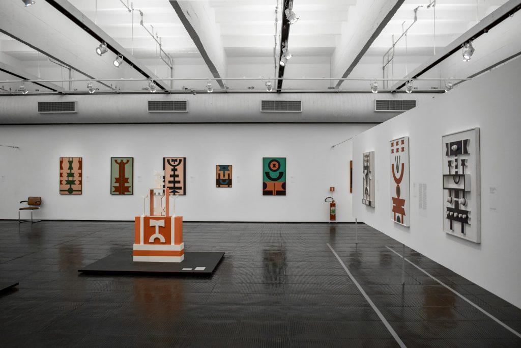 Suspended Ceiling in amazing gallery showroom